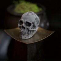 Big skull candle